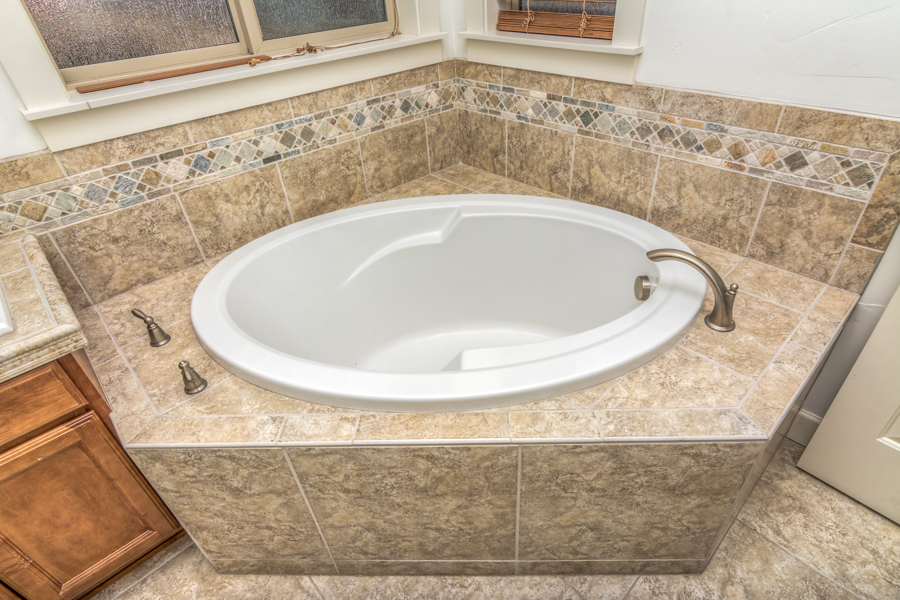 Master soaking tub